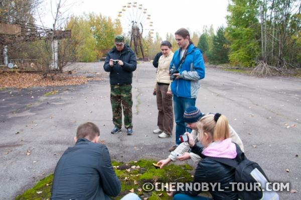 Группа туристов в Припяти